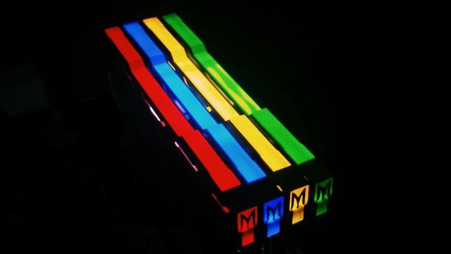 内优外美影驰GAMER DDR4-2400 8GB促