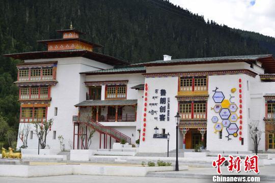 图为西藏自治区林芝市鲁朗国际旅游小镇的创客中心。 周文元 摄