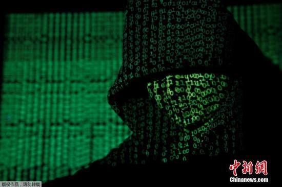 """隐藏在网络中的黑客也有黑白之分。""""白帽""""黑客和""""黑帽""""黑客像是电影中正邪对立的两大阵营,凭借着各自的技术,在互联网江湖的暗涌里进行着比拼。""""白帽""""为安全而技术,是网络安全的建设者;""""黑帽""""为利益而技术,是网络安全的破坏者。两者都有着高超的技术积累,以及对网络漏洞极为敏感的嗅觉。在地下黑色产业链中,恶意利用漏洞变现的速度惊人,一个高危漏洞在黑市上可以买到六位数的高价。"""