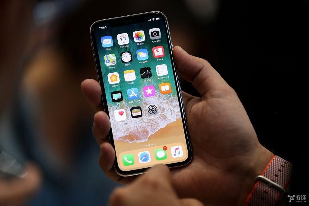 手机边缘的不锈钢边框为手机添加一层优雅的光泽,使 iphone x 外观更