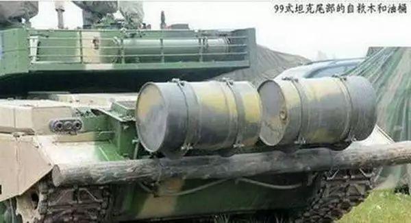 坦克--为啥中国坦克后面绑根木头西方却没有?原因竟是这个