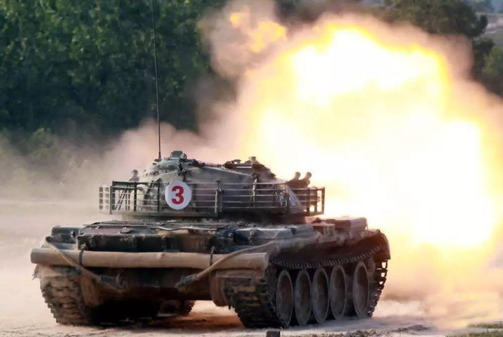 为啥中国坦克后面绑根木头西方坦克却没有(组图)