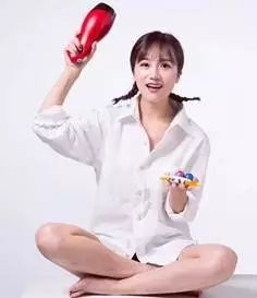 网红、微商、营销、共享木马.女友直播摆对姿买中国有情趣嘛情趣?图片
