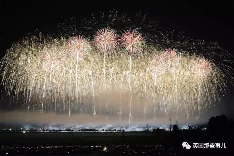 他去日本各地给夏日花火大会拍照,简直美到窒息