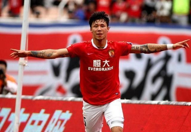 中国拉莫斯暴铲逃红牌仍吼裁判,状态不稳影响恒大争冠