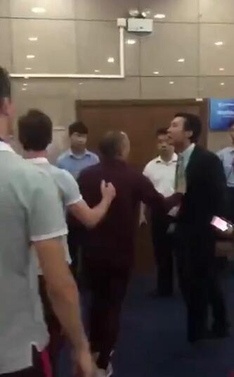 曝上港外教辱骂+推搡北京足协官员 双方爆发冲突
