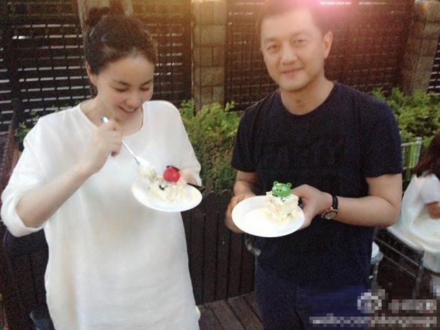 王菲李亚鹏出席晚宴全程无互动,怕谢霆锋吃醋?