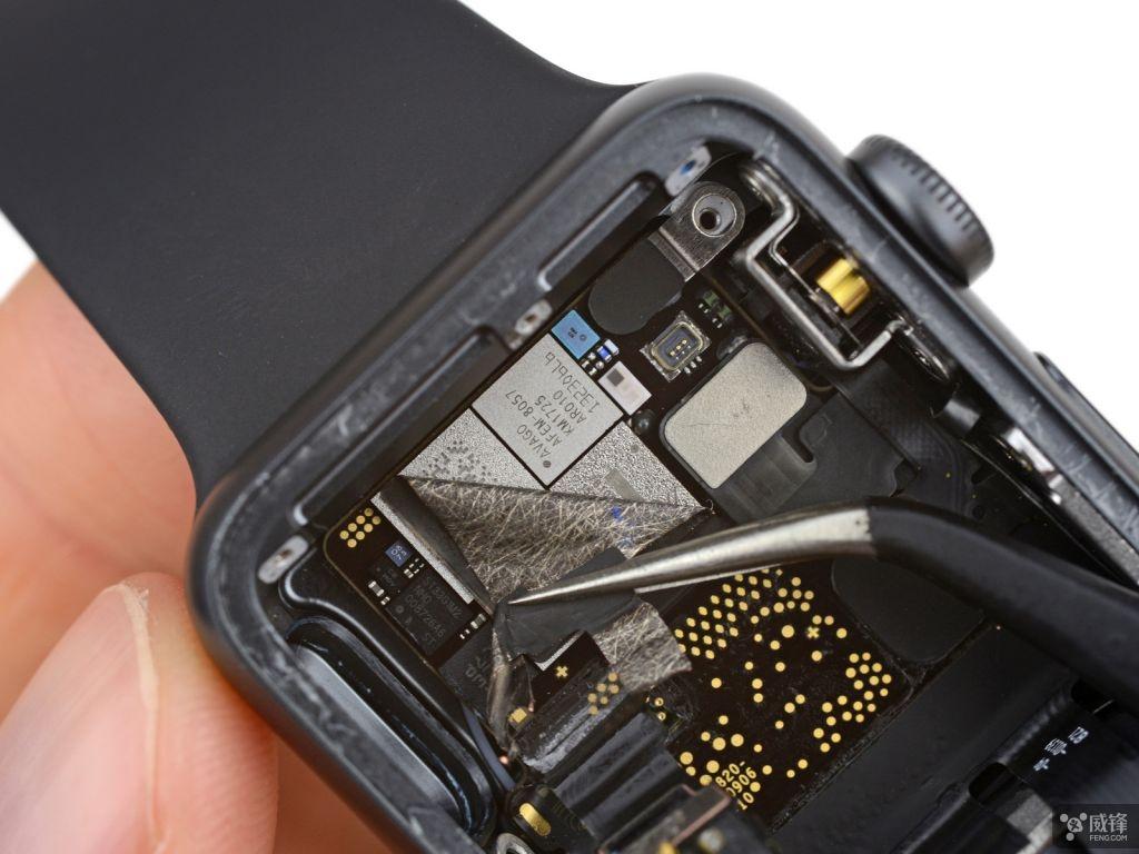 苹果在乔布斯剧院中发布 series 3 时曾说过一个新的气压高度计,这图片