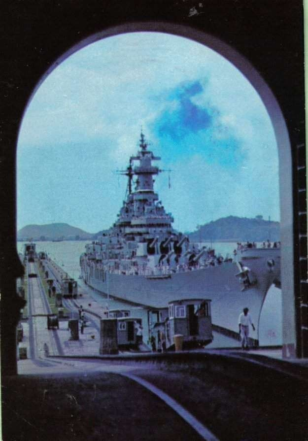 美军战列舰如何挤过巴拿马运河? 超宽舰体空隙仅25厘米!