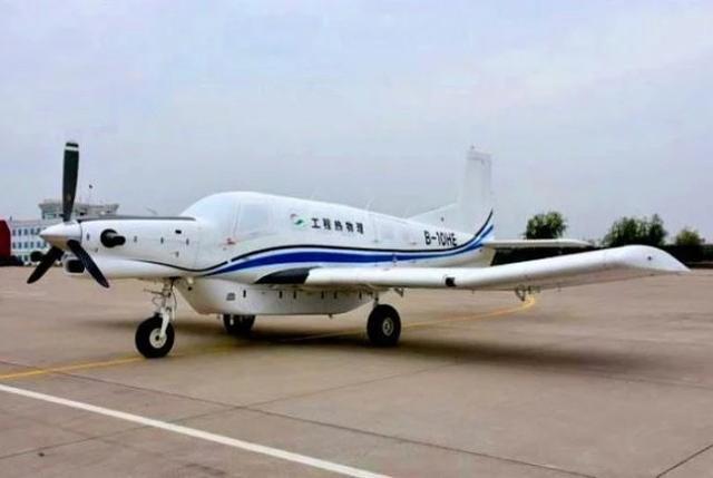 在载重量大于飞机自重的情况下,起飞距离需要220米,降落距离则需要166