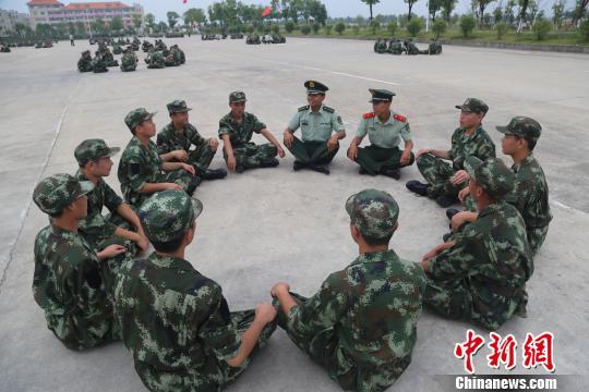 武警水电部队新兵训练探营 血性增虎气 勇敢除娇气图片