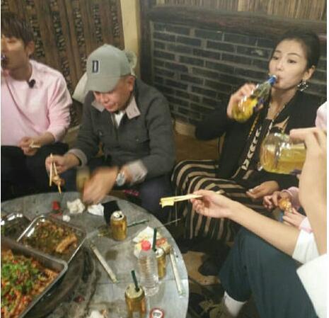 25歲的劉濤和15歲的劉亦菲同框 網友:對比刺激人
