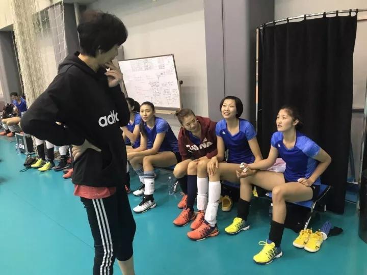 中国女排最新集训主推新人 郎平也还在认识她们