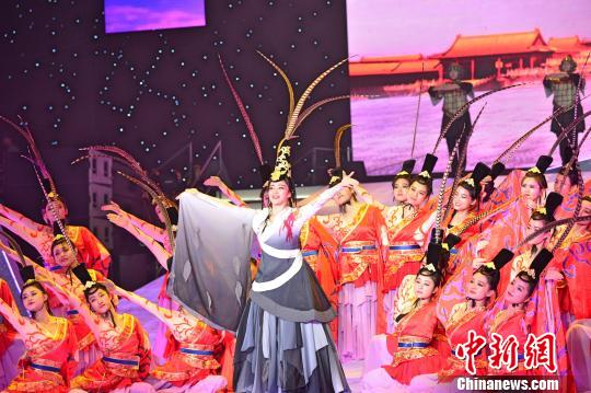 开幕式带领大家领略楚文化中心的祭祀礼仪 钟欣 摄