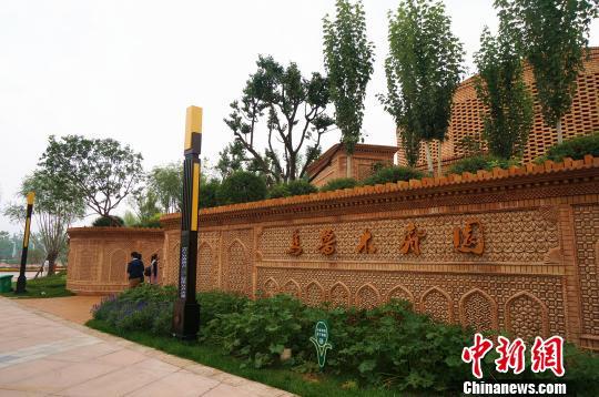 图为郑州园博园里的乌鲁木齐园。 韩章云 摄