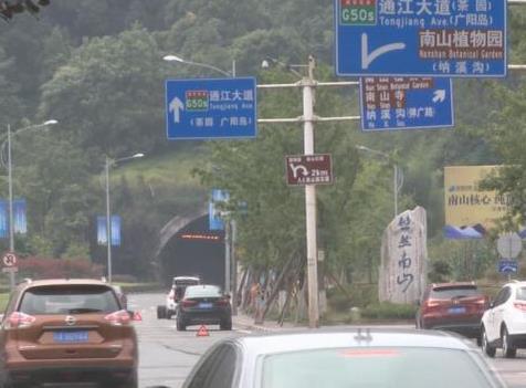 重庆这个隧道太奇怪 七辆车接连爆胎