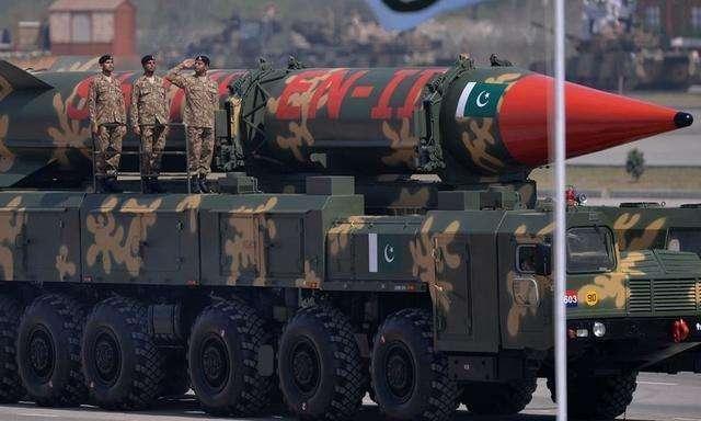 该国刚泄露巴基斯坦核武位置 防长便遭火箭弹袭击