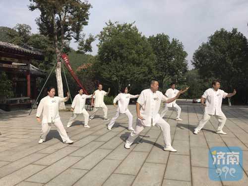 """""""为祖国68周年喝彩"""" 中华八卦太极拳展演"""
