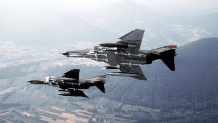 中美真实空战: 美军发射导弹, 没击中解放军, 却让同伴丧命