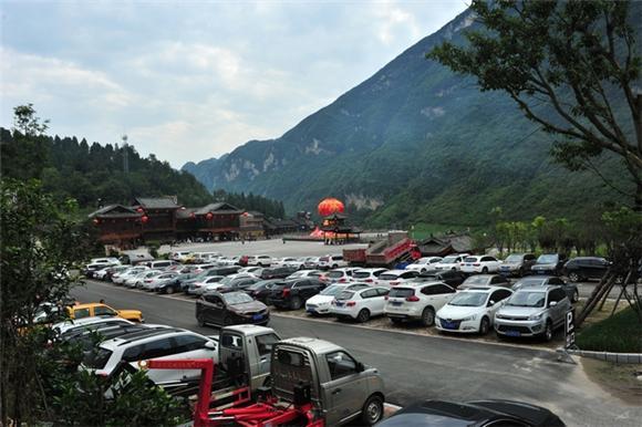 酉阳龚滩古镇国庆迎来游客高峰高清图片