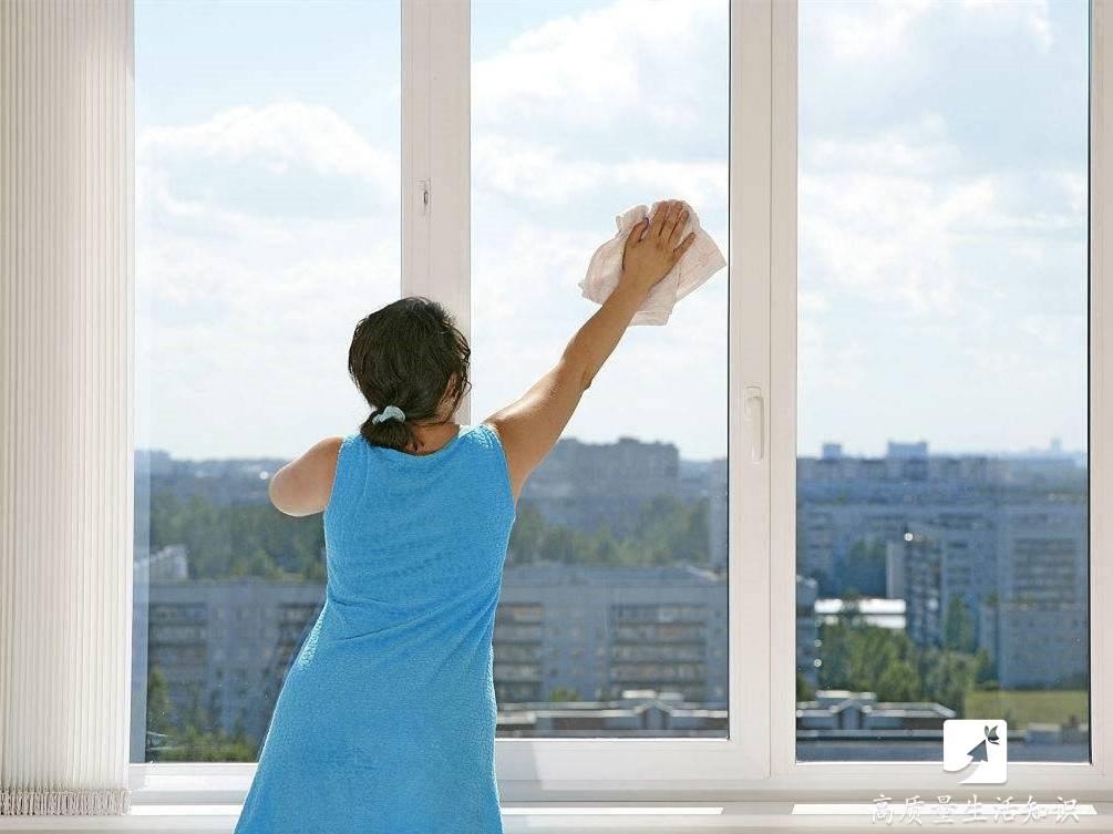 玻璃窗外侧脏却难擦?用这3款神器,不用探出窗口也能擦