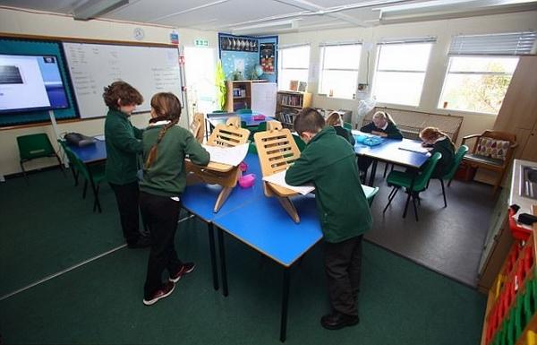 小学引进站立课桌