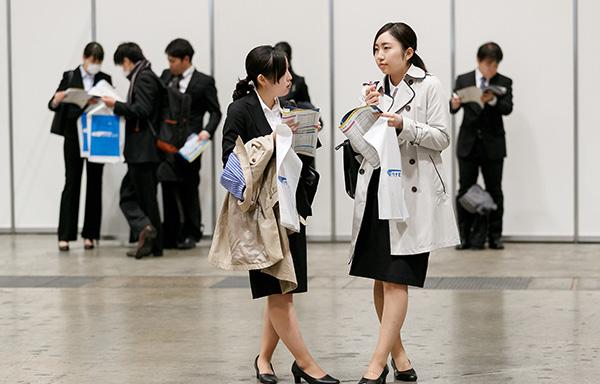 """日本企业遭遇""""用工荒"""",开始瞄准家庭主妇和退休人员"""