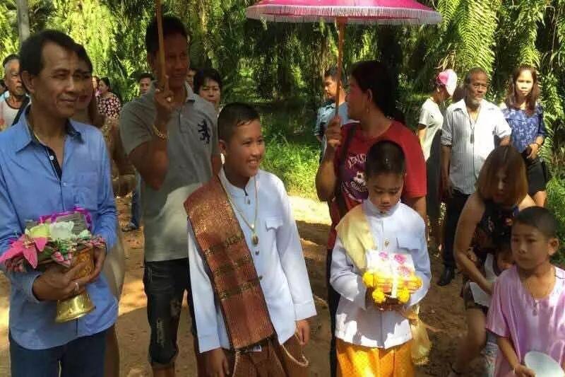 11岁亲哥哥娶11岁亲妹妹 泰国父母邀亲友一同见证