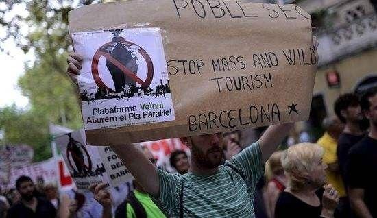 """欧洲旅游胜地为何纷纷反对""""送钱""""的游客们?"""
