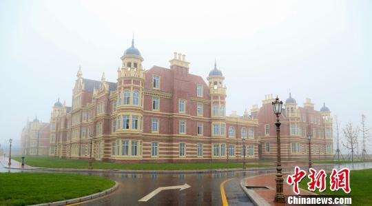 山西医科大学晋祠学院新校区采用欧式建筑风格. 张慧杰 摄图片