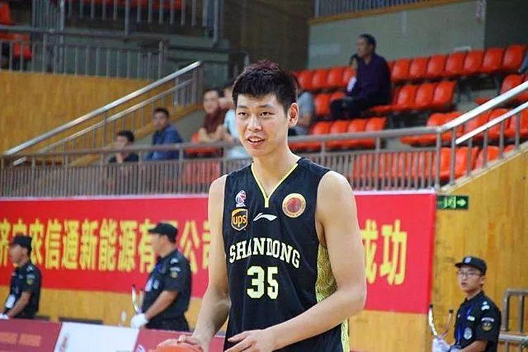山东男篮18岁小将朱荣振扬威季前赛 三场怒砍38+22锁定主力