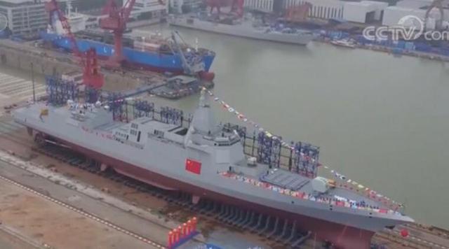 中国用脉动生产线造055大驱,这回美军都急了,美国人却这样评价