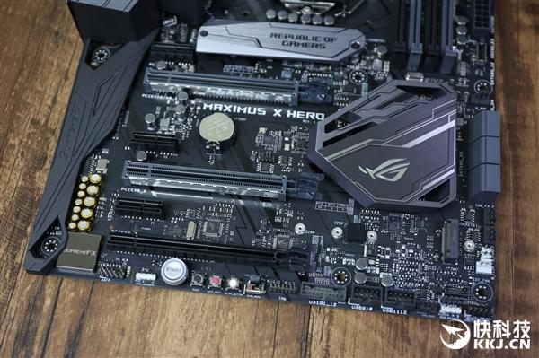 华硕玩家国度MAXIMUS X Hero Z370主板开箱图赏