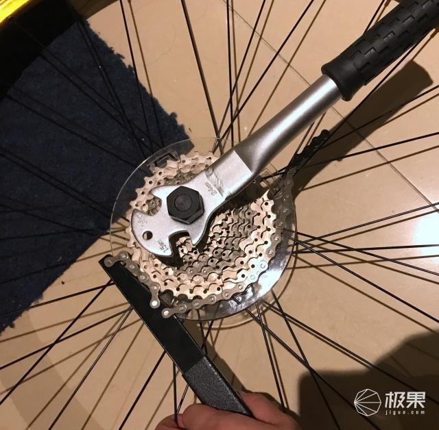 一个工具盒有37种功能!拿着它就没有修不好的自行车