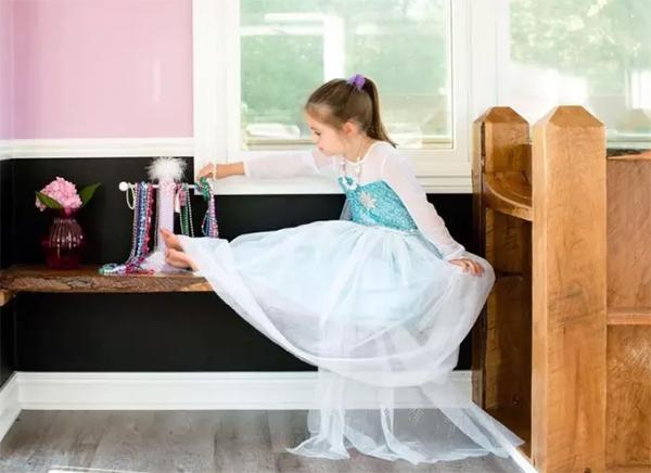 当你闹着要买玩具屋时,有个爸爸给女儿搭了座二层楼