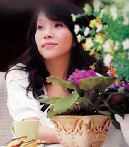 她曾比那英还火当红时远嫁日本,49岁高调复出被骂惨