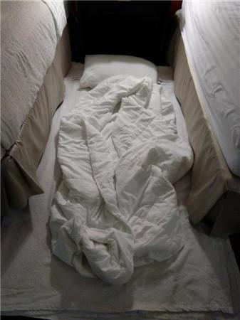 心疼不?中国体操小花真不易:住酒店不睡床上姑娘们天天打地铺