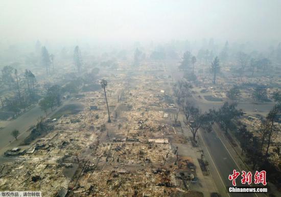 图为被山火山火烧毁地区。