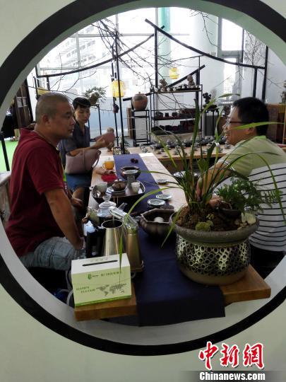10月12日,2017中国厦门国际茶产业博览会在厦门举办,逾百家台湾展商跨海前来助阵。 杨伏山 摄