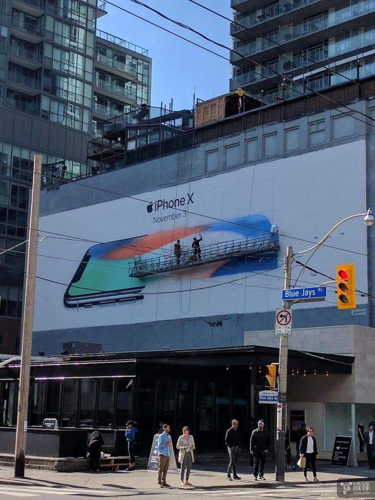 iPhone X 巨型广告牌已陆续现身各大城市