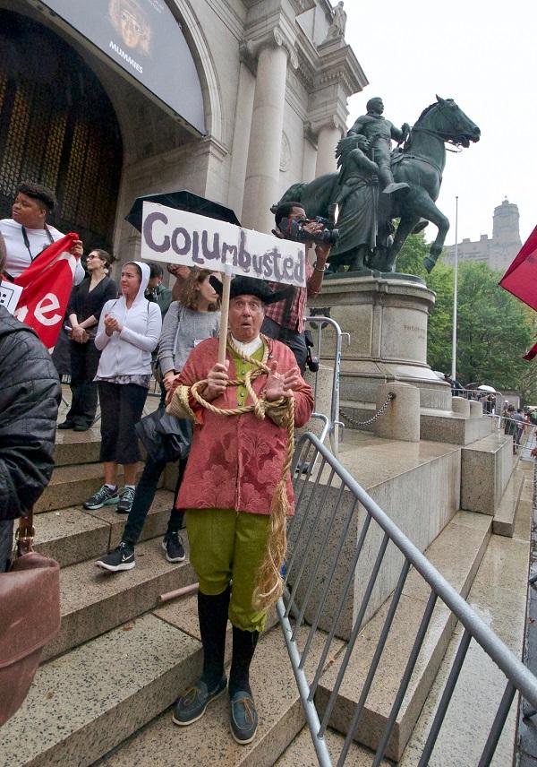 哥伦布带来的伤害,让很多人无法敞开心扉纪念他