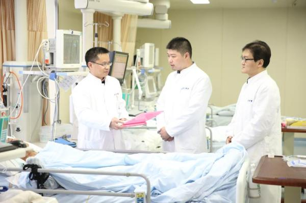 22岁女生生活不规律突发脑出血_开颅手术2小时获救1.76兄弟传奇官网