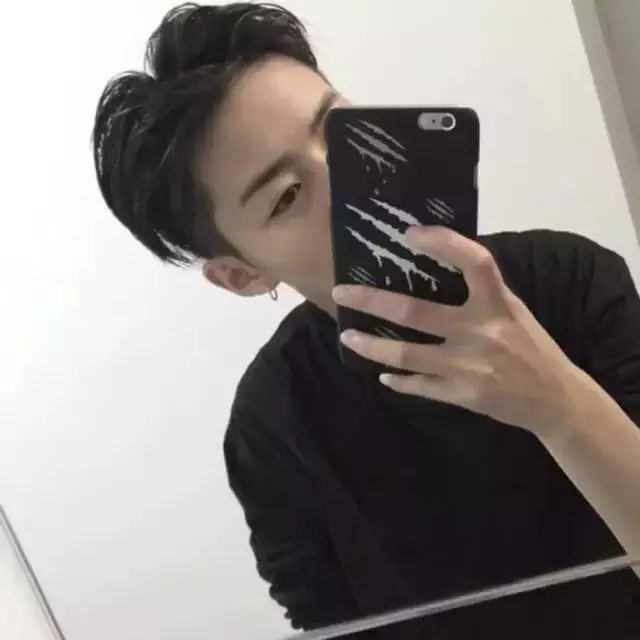 男生把两边头发铲光的发型,真的有这么好看吗