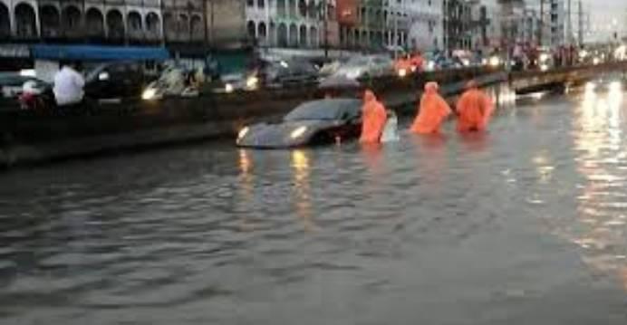 泰总理白天声明不会有大洪灾 半夜就暴雨32县被淹