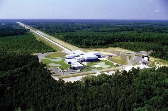 激光干涉引力波天文台(LIGO)