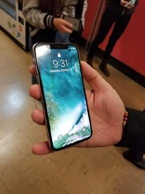 iPhone X真机再曝光 真不是库克故意的?
