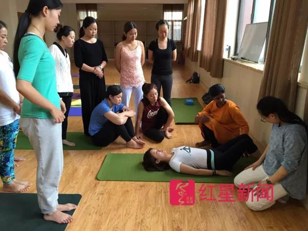 首个中国瑜伽学院开招研究生,两天300余人咨询报名