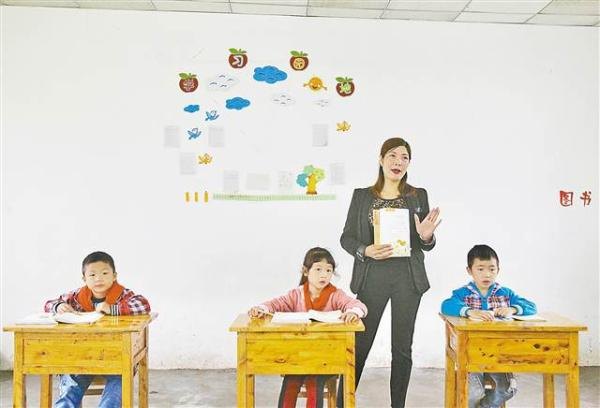 """重庆""""袖珍村小"""":只有3学生1老师 老师还兼炊事员"""