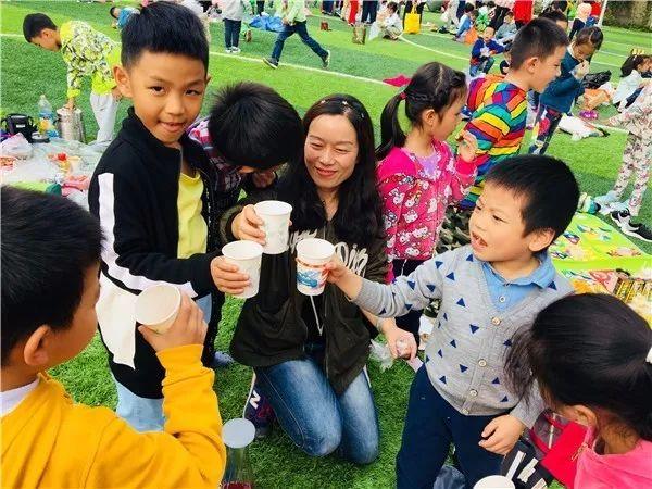杭州一小学一周不用上课只需玩,怎么回事?