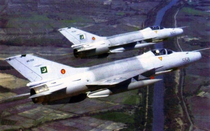 中国战机出口380架创记录 险些下马幸亏接盘侠